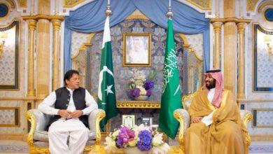 Photo of سمو ولي العهد يجتمع مع رئيس الوزراء الباكستاني