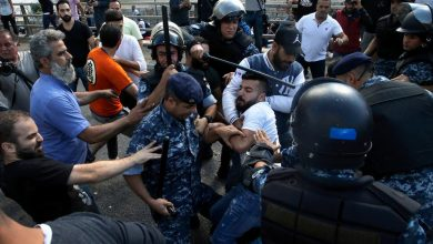 Photo of عودة المتظاهرين إلى ساحة رياض الصلح وسط بيروت
