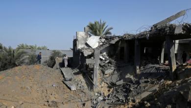 Photo of الصحة في غزة إن ضحايا القصف الإسرائيلي الذي استهدف منزلا يعود لعائلةالسواركة بدير البلح
