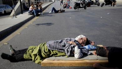 Photo of لبنان المحتجين أقدموا منذ الصباح على قطع معظم الطرقات الرئيسية في البلاد