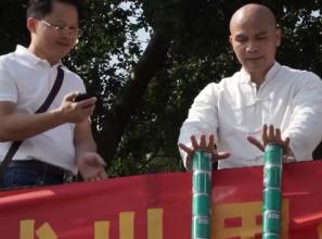 Photo of كونغ جون تحطيم الرقم القياسي العالمي برفع مئة وعبوتين من المعدن