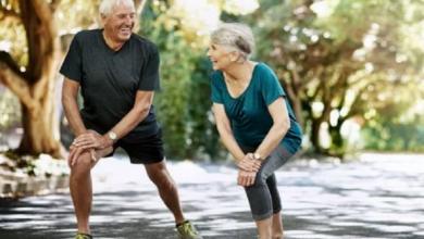 Photo of دراسات تؤكد أدلة عديدة تقول إن عادات معينة في نمط الحياة يمكن أن تساعد أو تعوق طول العمر