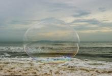 Photo of مارينا بيتش أحد أشهر الشواطئ في الهند تغطيها رغوة سامه