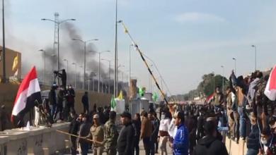 Photo of نشوب حريق ثان في إحدى بوابات السفارة الأمريكية ببغداد وإصابات بصفوف المحتجين المؤيدين لـالحشد الشعبي