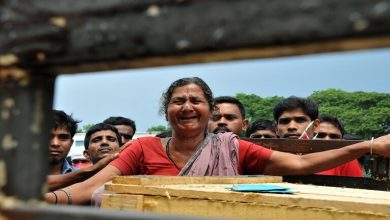 Photo of هندية تعود إلى الحياة أثناء التحضير لدفنها