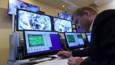 Photo of أجرى الخبراء في مركز إدارة الرحلات الفضائية تعديل مدار المحطة الفضائية الدولية.