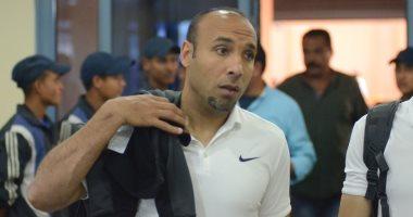 Photo of أيمن عبد العزيز يعاون إيمانويل أمونيكي فى تدريب المقاصة