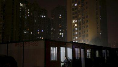 "Photo of بسبب ""كورونا"".. صينيون يغنون من شرفاتهم في فيديوهات مؤثرة!"