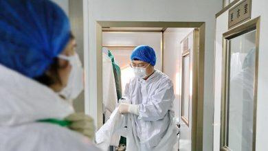 "Photo of حالات الإصابة بـ""كورونا"" تتراجع والخبراء مختلفون حول قرب ذروة التفشي"