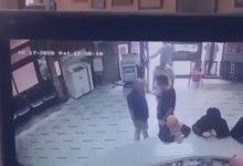 Photo of مشاجرة عنيفة بين ولي أمر ومدير مدرسة في مصر .. والأخير يسقطه على الأرض