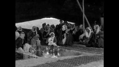 "Photo of شاهد.. فيديو نادر ومثير يوثق جوانب من حياة أفراد ""قبيلة"" في شمال المملكة قبل 100 عام"