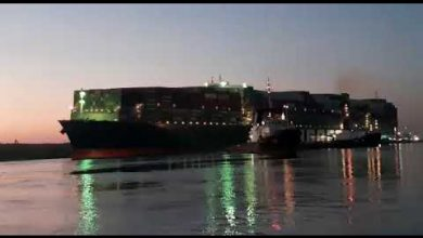 Photo of بالفيديو والصور.. تعويم السفينة الجانحة في قناة السويس