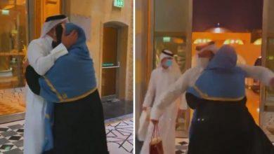 """Photo of شاهد: ردة فعل أحلام أثناء استقبال زوجها مبارك الهاجري: """"نورت قلبي وبيتك"""""""