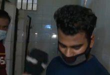 Photo of تقرير مصور يتتبع عمالة داخل حمامات في الرياض.. وعند دخولها كانت المفاجأة