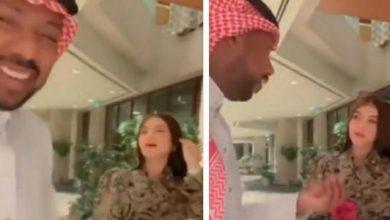 """Photo of معجبة حسناء لـ""""نادر النادر"""":"""" أخيرا شفتك بعد انتظار 3 ساعات"""".. شاهد ردة فعل الأخير !"""